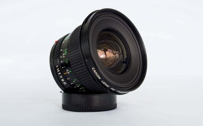 Canon-17mm-f4-lens-tilted